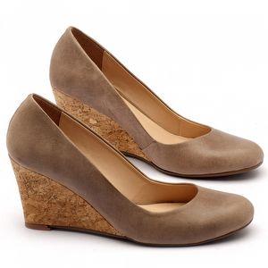 Sapato Fechado Estilo Boho-Chic em couro com salto de 8cm em cortiça - Código - 9406
