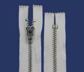 Zíper de metal 04.5 médio fixo niquelado p/ tingir Coats ref. 419E 329 (NC 459M) c/ 1 un