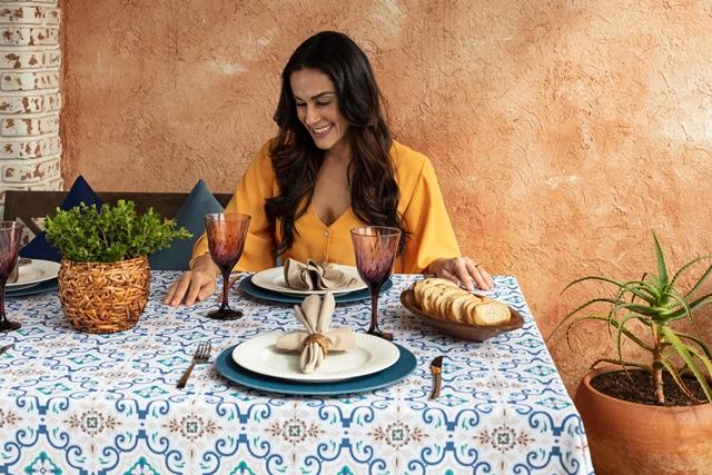 D/Araújo cria campanha nacional da Döhler com Nadja Haddad, apresentadora do Bake Off Brasil