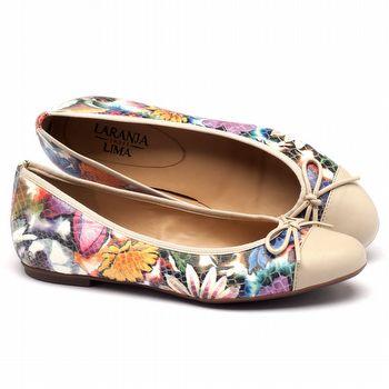 Sapatilha Bico Fechado em material floral off white  107404