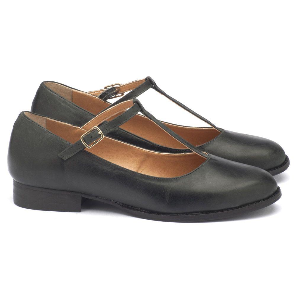 fa0fa247ac Sapato Fechado Modelo em couro preto. 9376