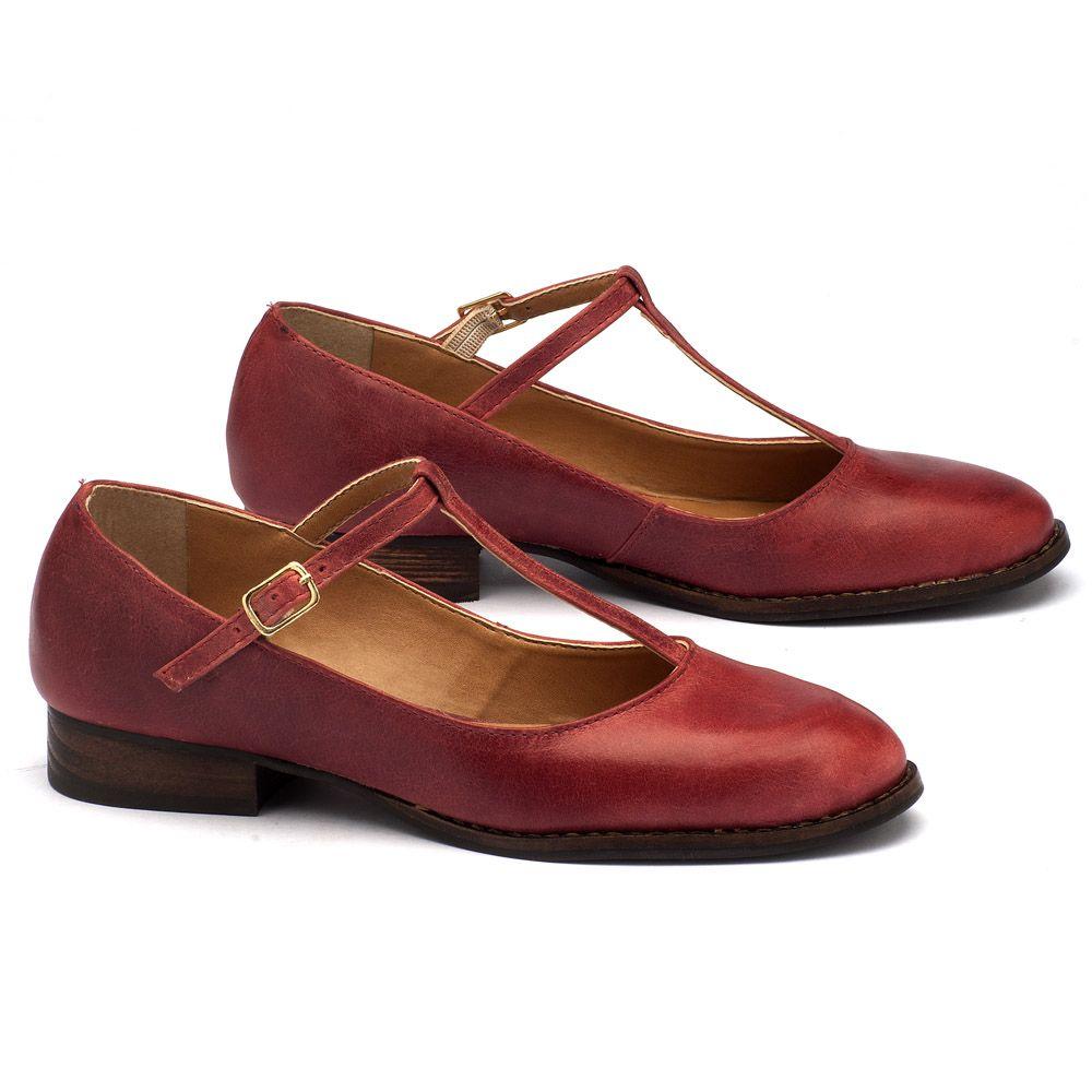 feeb7054d4 ... Sapato Fechado Modelo com salto de 2cm em couro vermelho 9376 ...